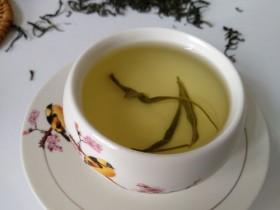 紫阳富硒绿茶加冰糖可以缓解咽喉不适