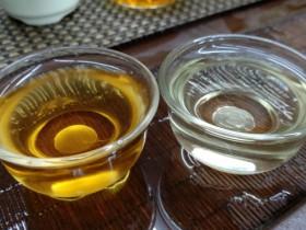 紫阳绿茶和紫阳红茶汤色对比